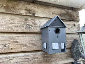 Birdhouse with Wifi camera and light