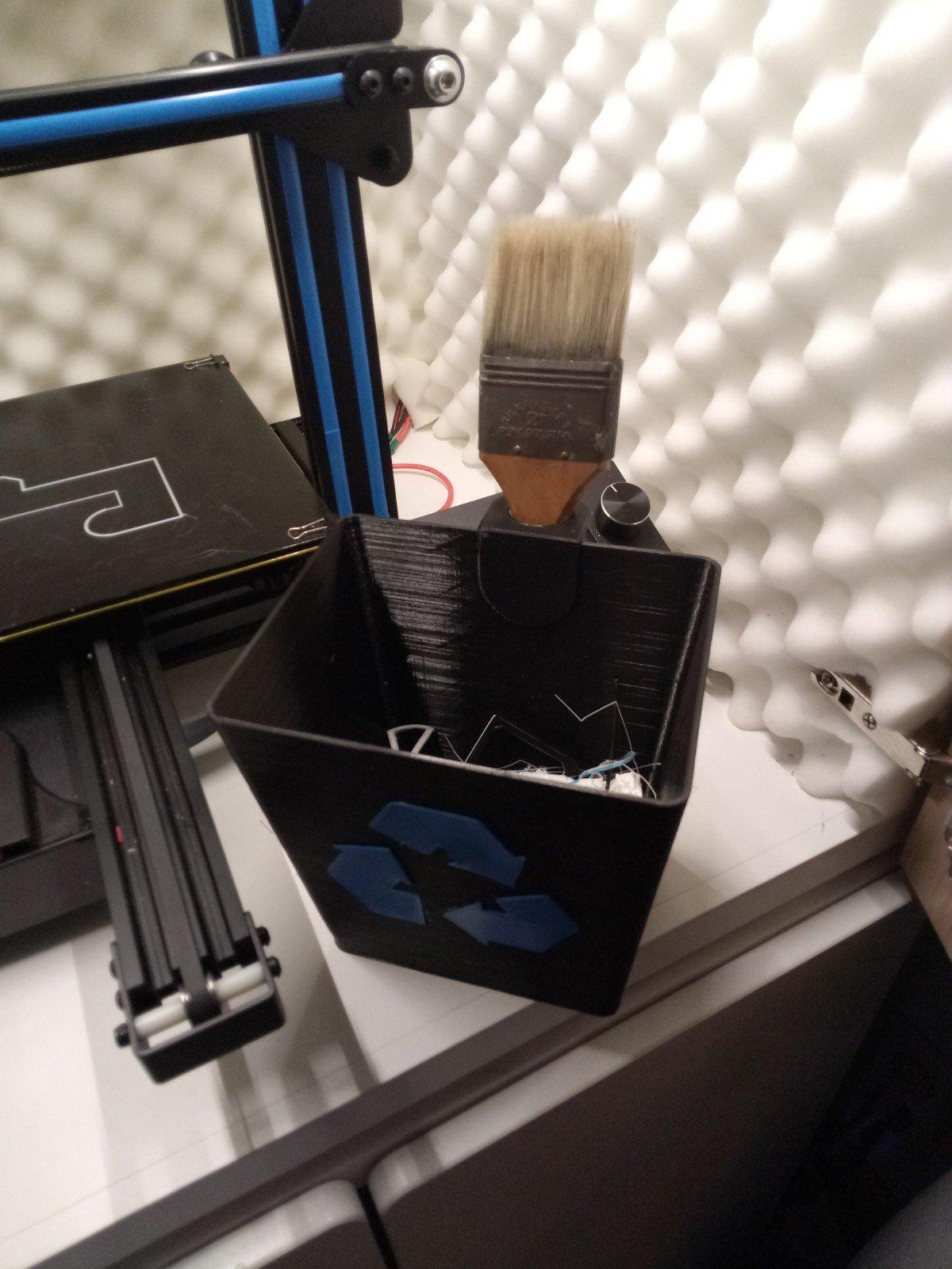 Brush holder for Windows 10 Recycle Bin