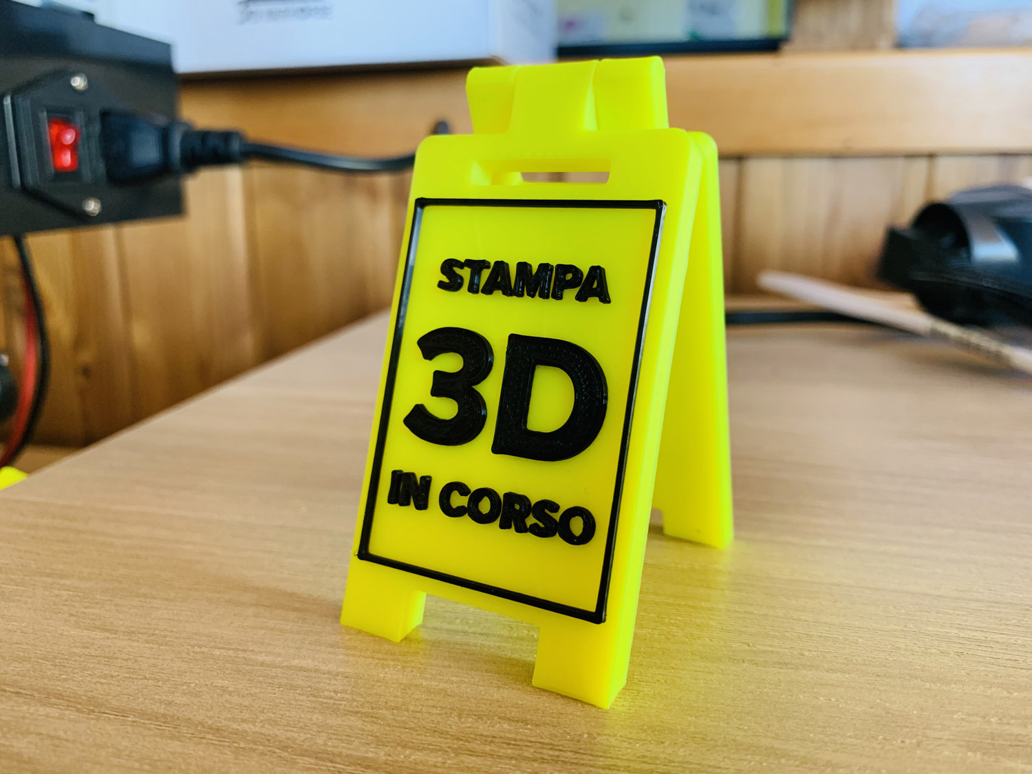 Stampa 3D in corso - mini floor stand