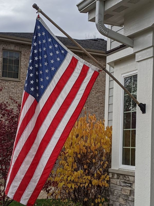 Exterior wall flagpole mount