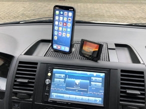 VW T5 Dashboard iPhone 12 Pro holder with MagSafe charger