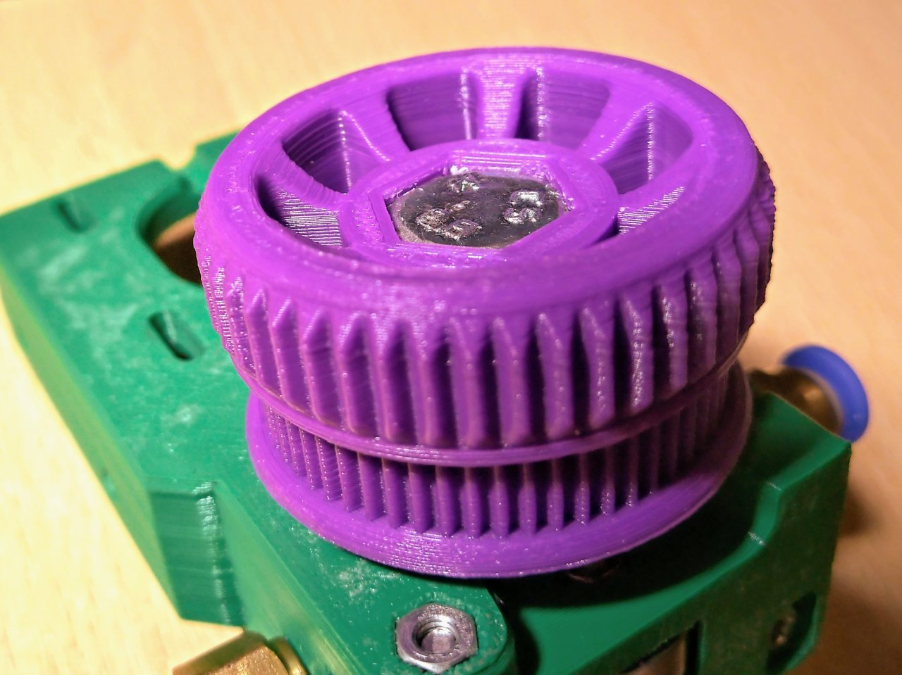 Belted Extruder v4 printed Gear GT2 60 Teeth with Knob