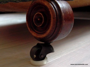 Caster cup to prevent damage parquet / laminate flooring from antique furniture (parket/laminaat)