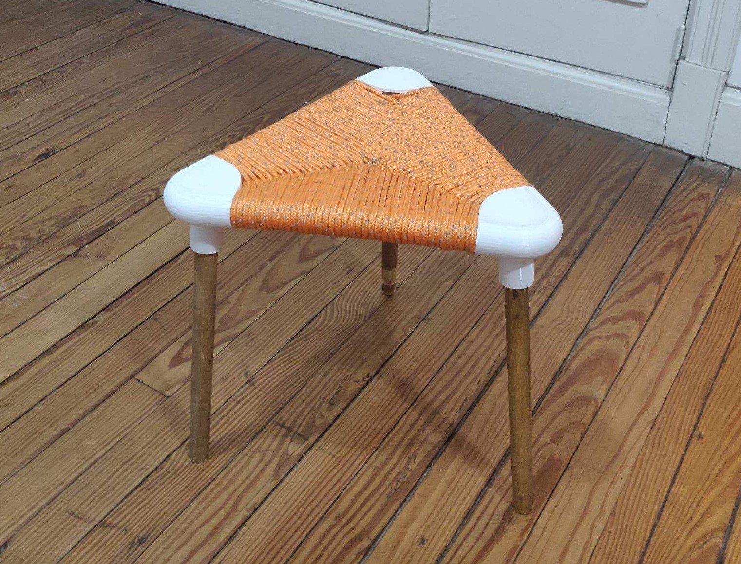 Banquito3D - Triangular weaving seat - Banquito encordado triangular