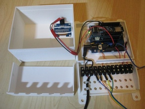 Arduino/electronics box with Terminal block and strain releif