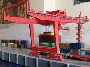 Grúa pórtico para contenedores escala N. Container Crane for N gauge