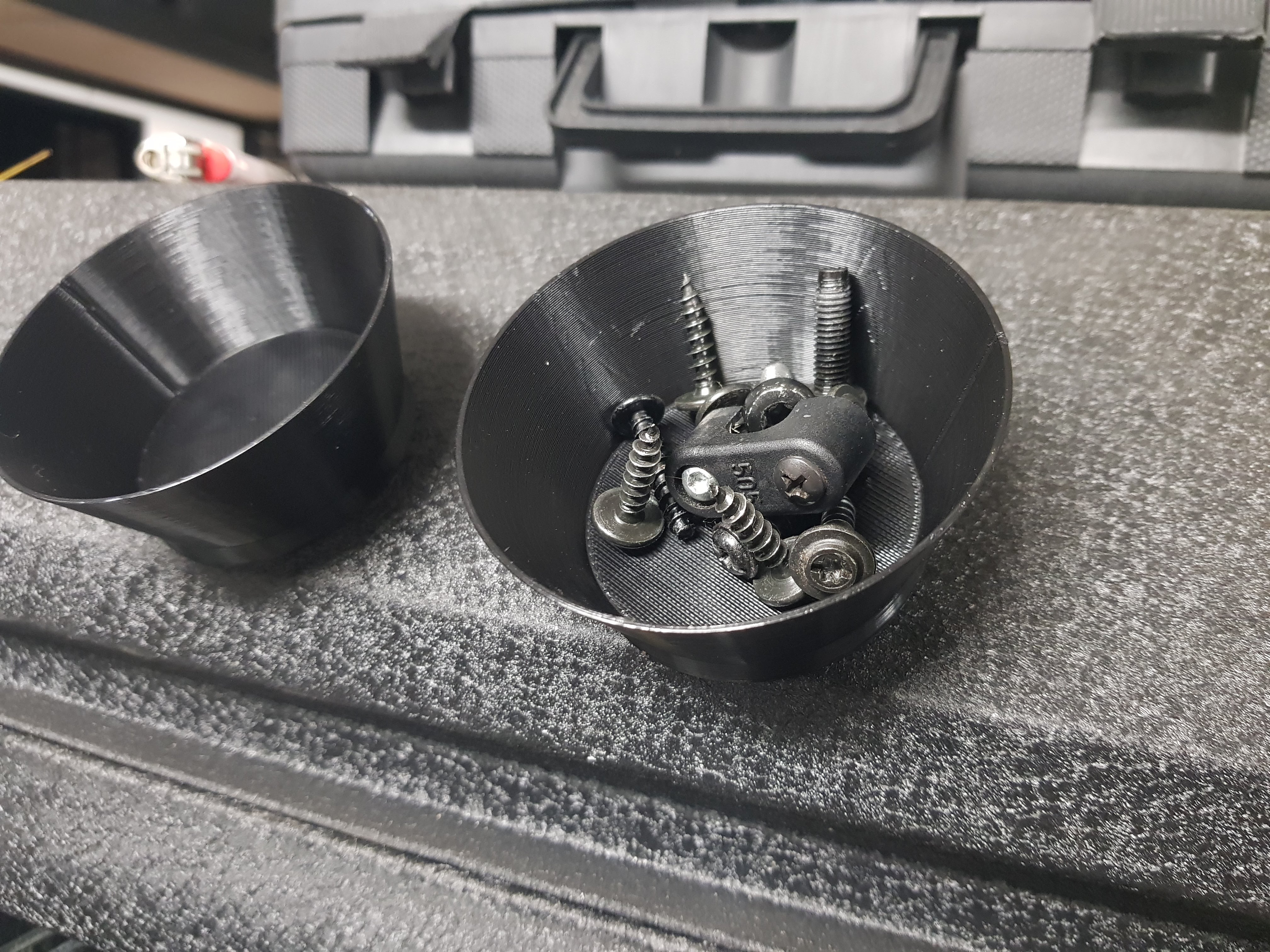 Magnetic Screw Cup