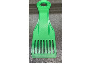 Spatula with slots, rounded corners