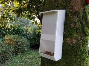 Autonomous bird feeder