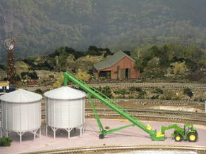 HO Scale Grain Auger and Bin