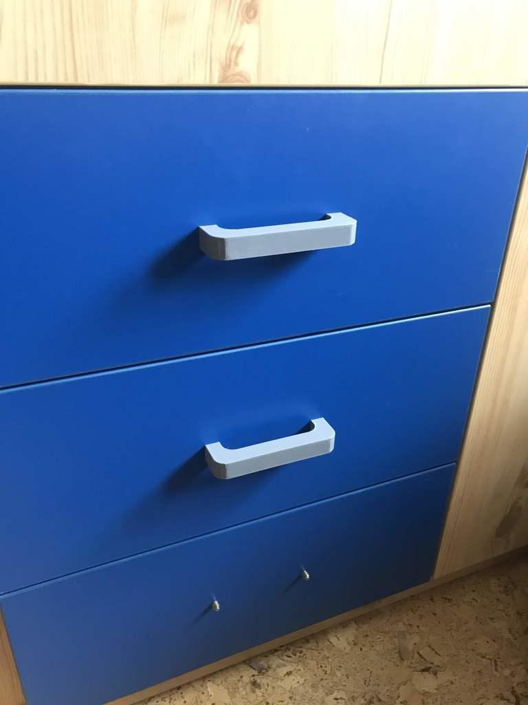 Simple drawer handle