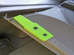 Nissan Primera P11 - Trunk cargo cover stopper