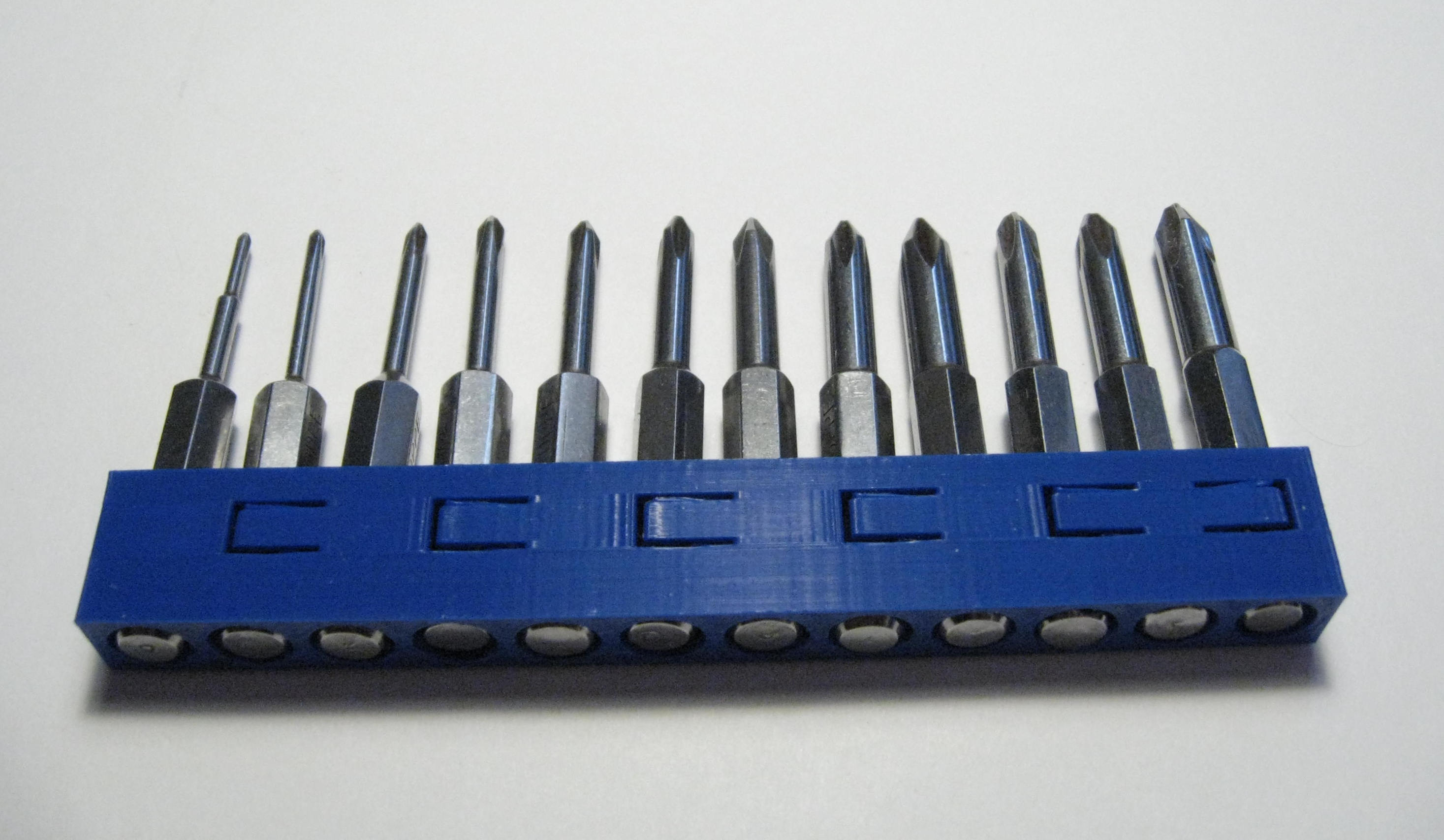 Low insertion force hex bit holder