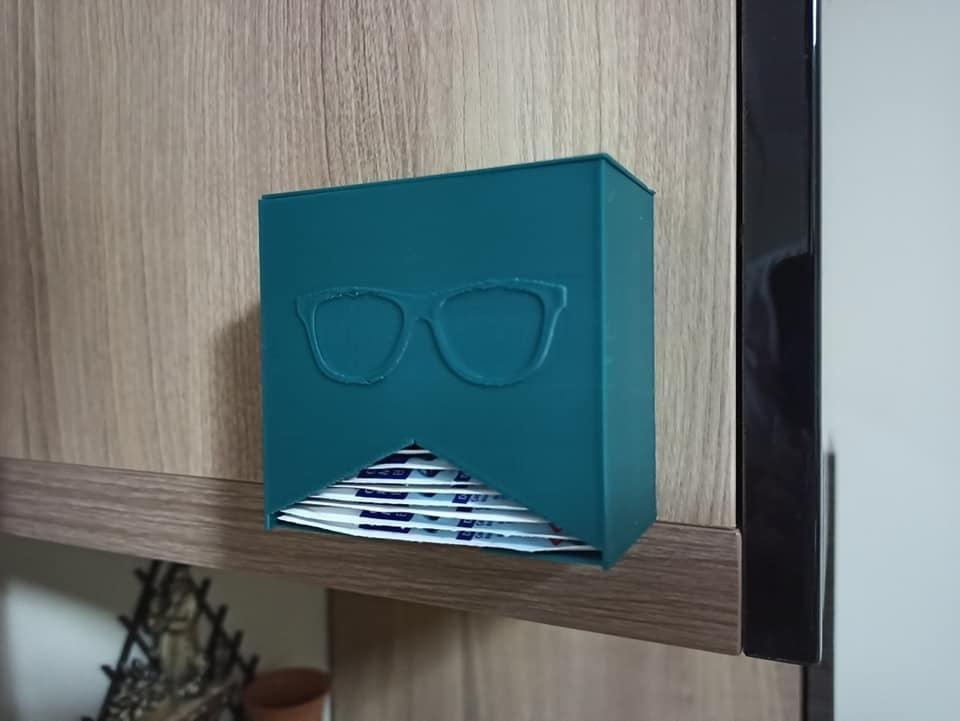 Dispenser for Lens wipes
