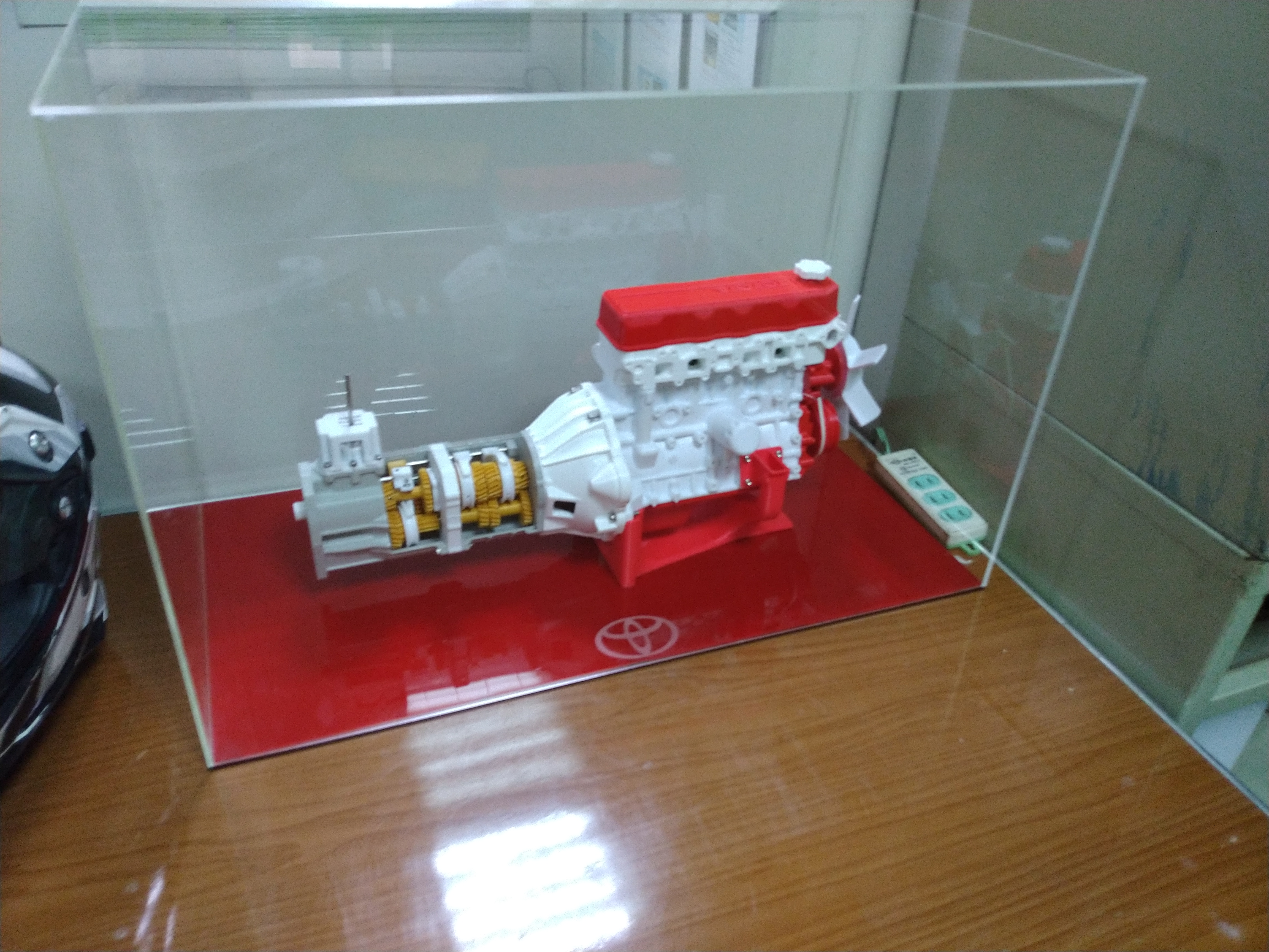 Toyota 4 Cylinder Engine 22RE, Complete working model by