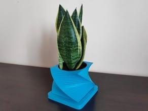 Twisted flowerpot