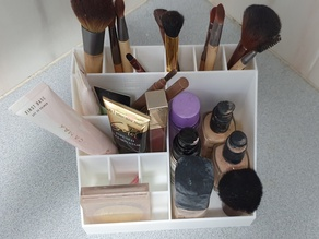 Makeup holder with dividers