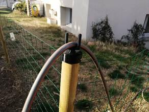 Passe poteau D60 pour tuyau arrosage / Pole pass for garden hose 60D.