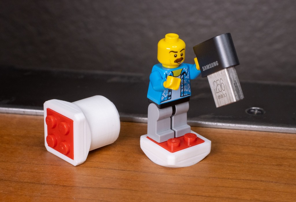 2x2 Bench Dog Lego Brick Adapter for WUDD Multifunction Desk