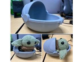 Baby Yoda bassinet