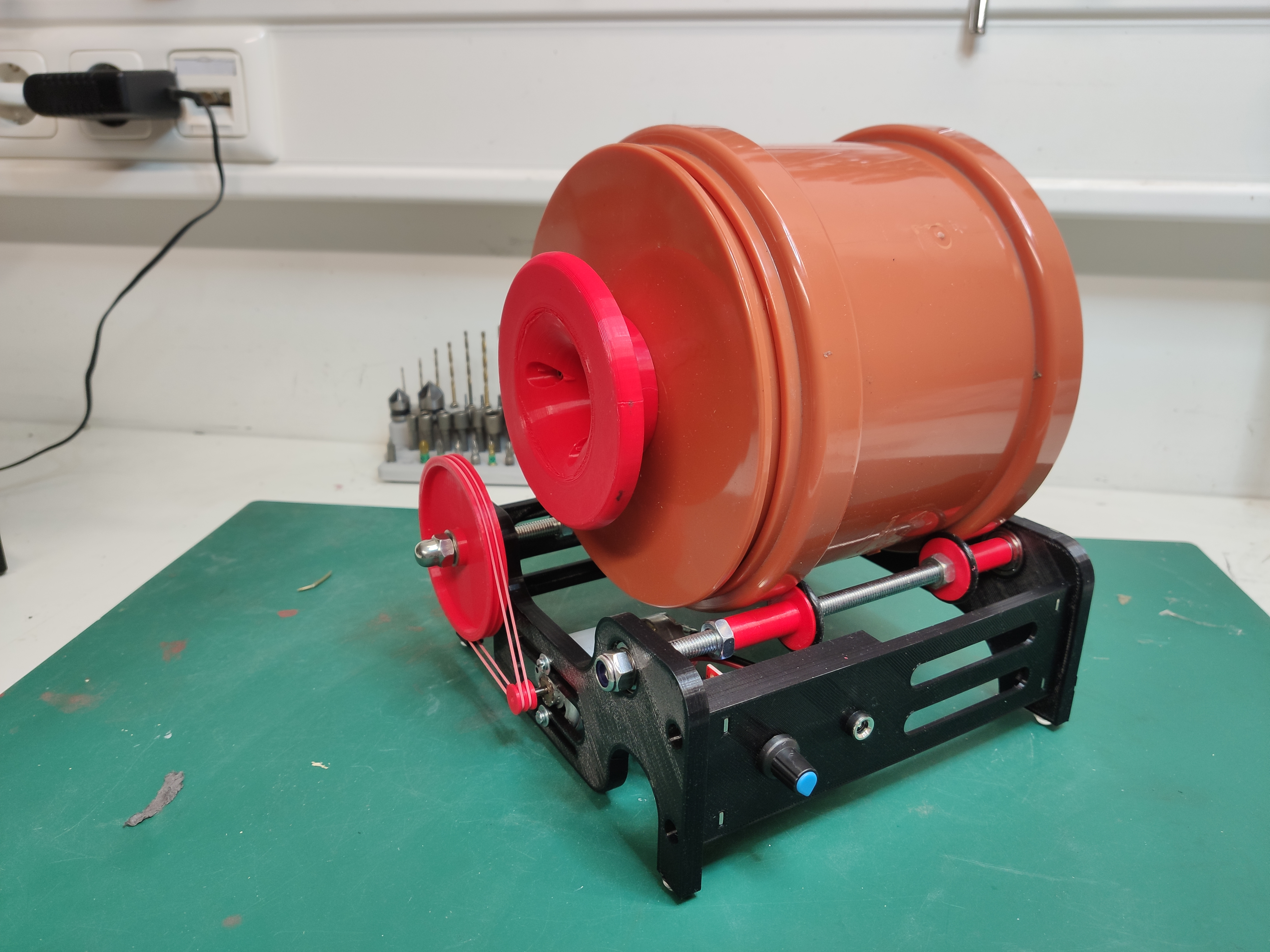 3D printed and speed controlled 160mm Rock Tumbler