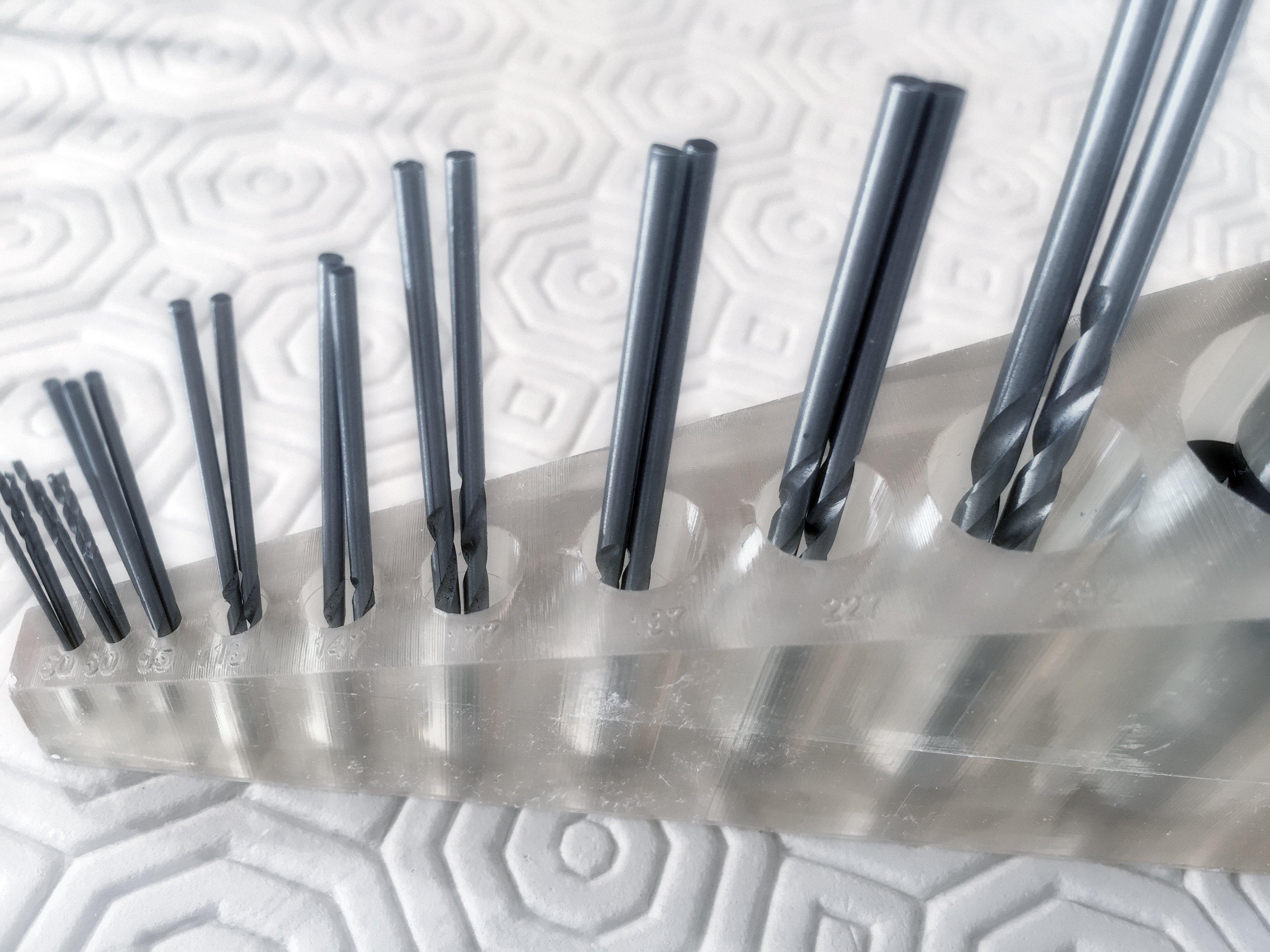Supports for hand drill and precision drills - Support pour perceuse à main et forets de précision - Soportes para taladro manual y brocas de precisión.