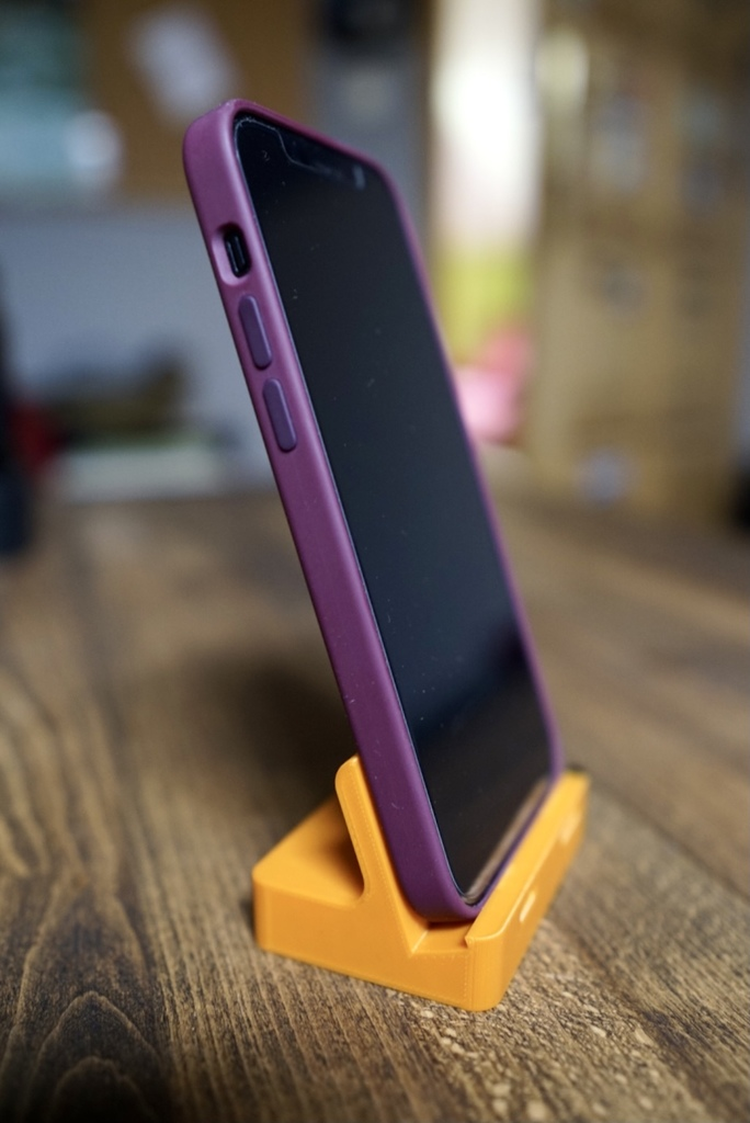 iPhone 12 stand