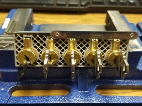 Lockpicking five core holder for Schlage cylinders