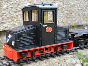 Solar-powered locomotive for 32mm gauge garden railways