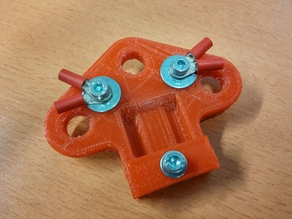 Centerpiece for dipole antenna with symmetrical feed