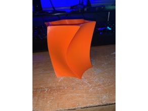 Curved 6 point star vase / pencil holder