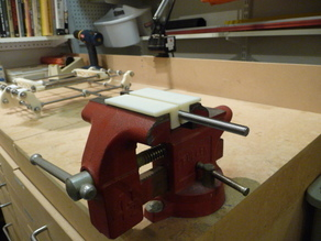 Vise pad for holding 8mm threaded rod