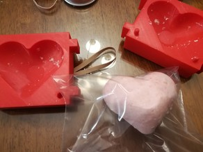 Heart-shaped bath bomb mold