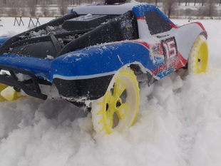 """Spiked"" RC car wheel for winter bashing"