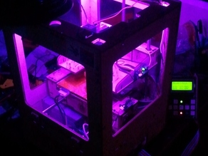 A MakerBot TOM with attitude: RGB leds controlled by the status of the print process