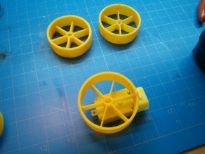 Customizable wheel for common toy gearmotor