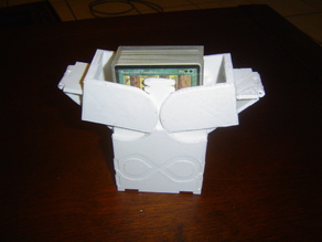 CCG deck box with geared pivoting lid