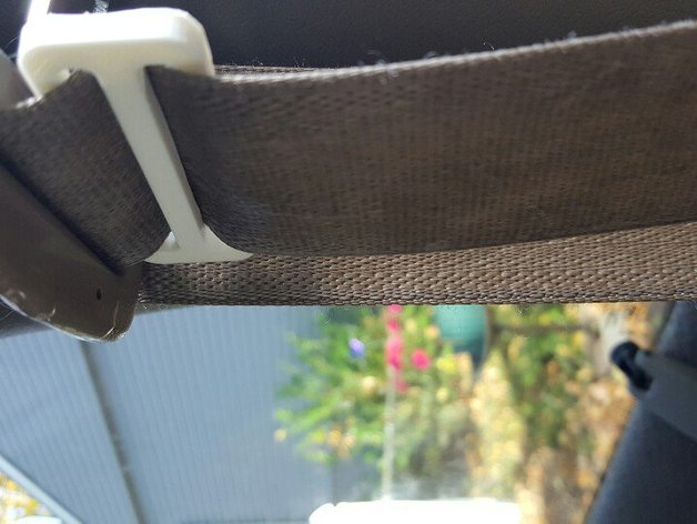 Gated Buckle Locking Clip For Car Seat Belt By AirportMichael