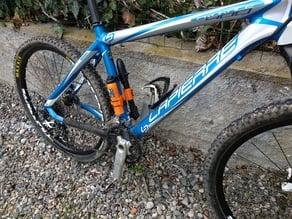 MTB Pump holder + anti-flat/ Support pompe à vélo + bombe anti-crevaison