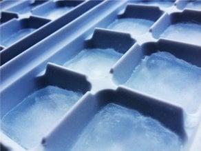 Manual ice box maker