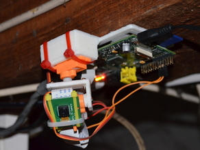 Simple servo mount for moving a camera on two axis