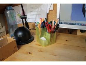 Einfacher aber großer Stifthalter mit viel Platz für Stifte.