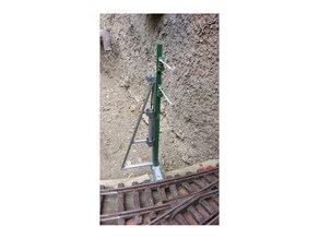 Tensioning device for catenary pole. 1:32, OpenRailway