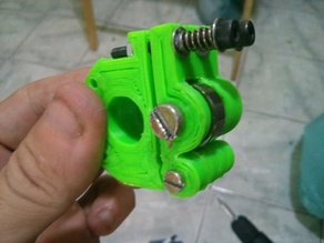 Customizable 1.75 / 3mm hinged kossel extruder