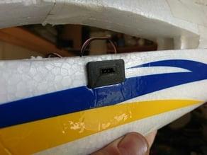 Female servo connector