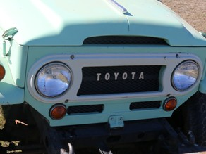 Toyota Land Cruiser Grill