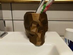 Skull lowpoly pen holder