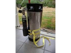 CO2 holder for keg
