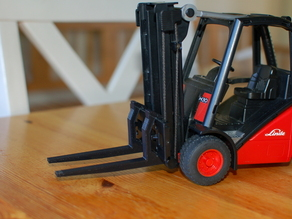 Replacement fork for toy forklift