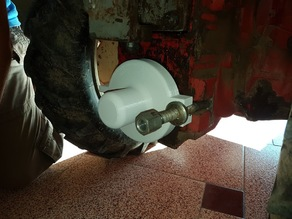 Two-wheel tractor output-shaft cover